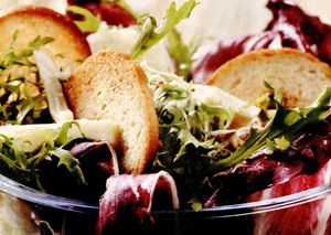 Salata de radicchio, rucola si grana padano
