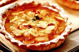 Mini-tarte cu mere şi migdale