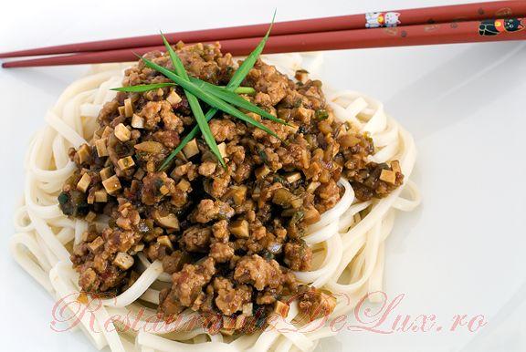 Reteta zilei: Paste chinezesti cu carne de porc