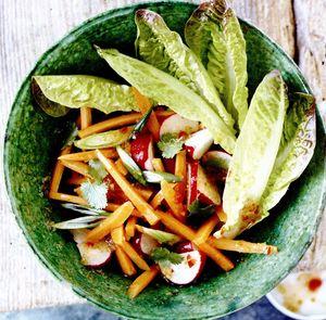 Salată Thai de morcovi şi ridichi