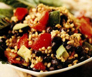 Salată cu arpacaş, fasole neagră şi avocado