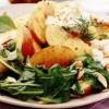 Salata_cu_brânza_de_vaci_si_piersici