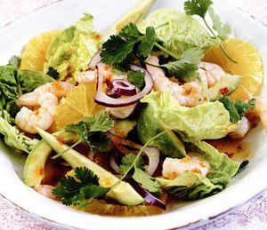 Salata de creveti cu portocale, ceapa rosie si avocado
