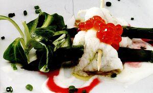 Salată de fileuri de solă şi sparanghel