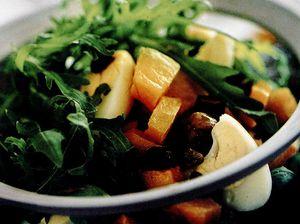 Salată de rucola şi dovleac cu ouă de prepeliţă