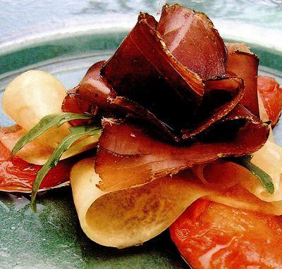 Salată de ton cu roşii confiate şi pepene galben