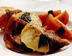 Saltimbocca de pui cu salata de roşii