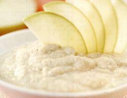 Sos de mere verzi, banane şi rom