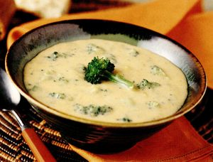 Supă de broccoli cu brânză Cheddar