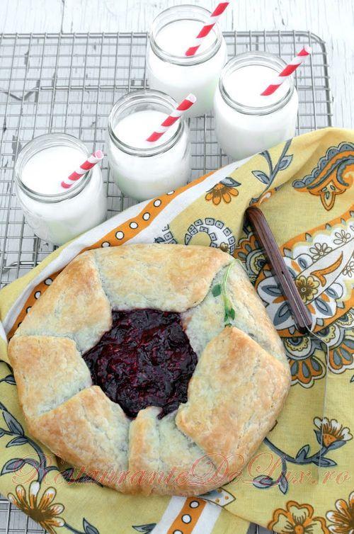 Reteta zilei: Tarta cu cirese si zmeura
