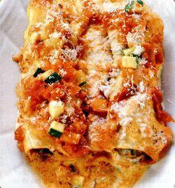 Cannelloni cu carne tocată şi sos de legume