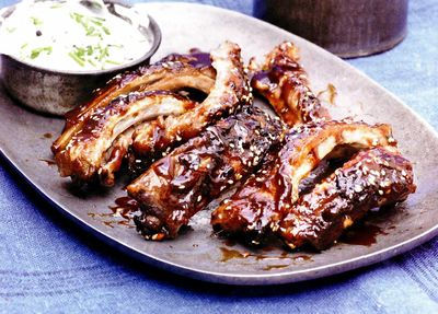 Coaste de porc şi sos de chives