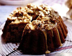 Prajitura cu banane si curmale glazurata cu miere si nuci
