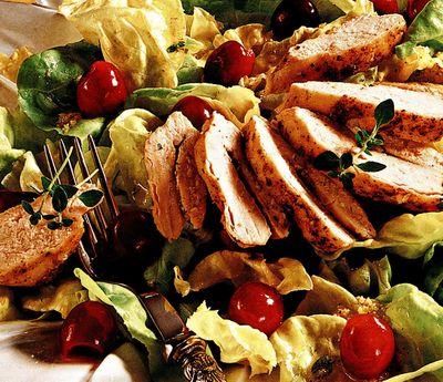 Salata cu piept de curcan si cirese