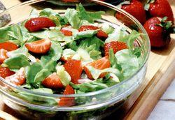Salată cu seminţe si fructe