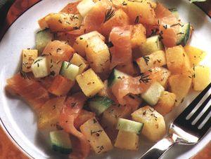 Salată de cartofi prăjiţi cu somon afumat