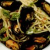 Spaghete_cu_midii_în_sos_de_vin_alb_si_ulei_cu_busuioc