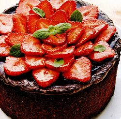 Tort de ciocolată si capsuni