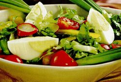 Salata cu oua si ardei gras
