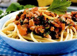 Spaghete cu peste si legume