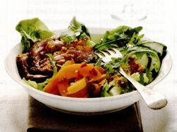 Raţă cu salată de caise şi rucola