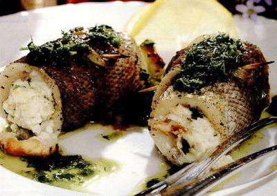 Rulouri de hering cu brânză si ierburi aromate