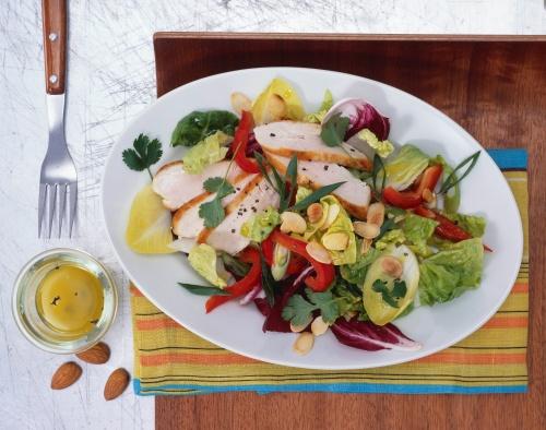 Salată cu piept de curcan si gogosari