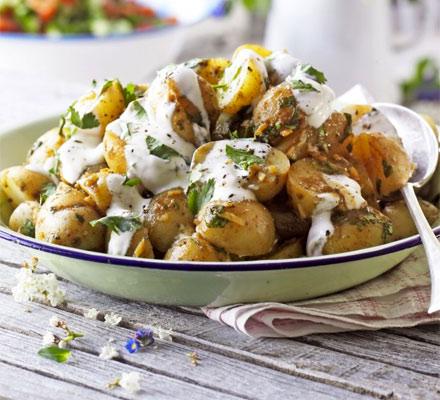 Salată de cartofi noi şi tamarind