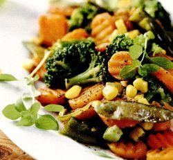 Salata calda cu broccoli si mazare