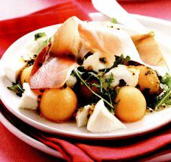 Salata de vara cu mozzarella si pepene galben