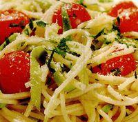 Spaghetti cu dovlecei si rosii cherry