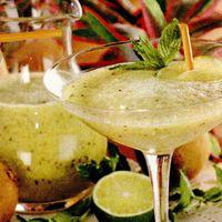 Cocktail de pomelo şi kiwi