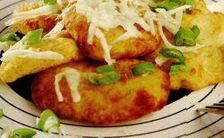 Langosi de cartofi cu ceapa verde