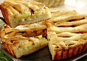 Prăjitură cu brânză de vaci şi piersici