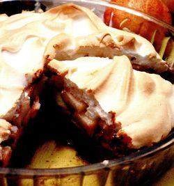 Tarta cu ciocolata, pere si bezea