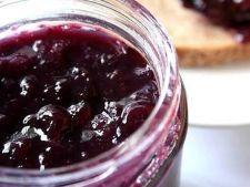 Dulceata de prune cu miez de nuca