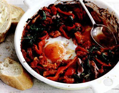 Ouă coapte cu şuncă şi spanac