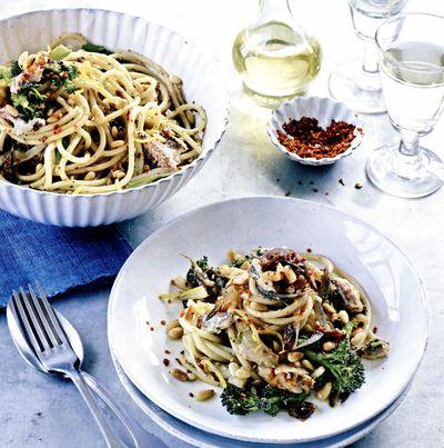 Paste siciliene cu sardine şi broccoli