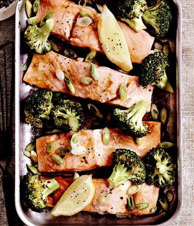 Somon cu broccoli la tavă