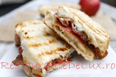 Sandwich_cu_bacon_branza_brie_si_mar_04