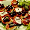 Mini_pizza_cu_mozzarella_masline_si_sunca