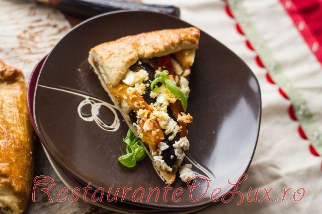 Pizza_cu_vinete_ardei_copti_si_branza_feta_5