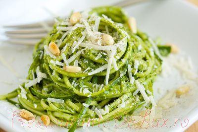 Noodles_cu_sos_pesto_nuci_si_parmezan_07