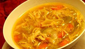 Supa de pui cu taitei si gulie