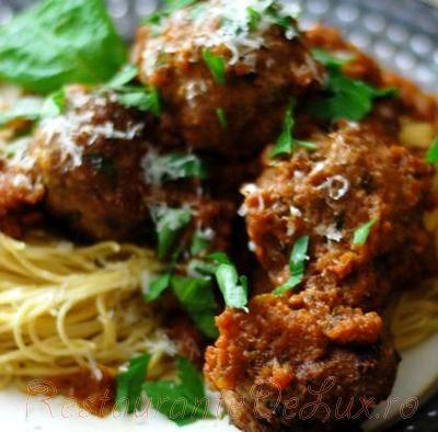Chiftelute_de_porc_pe_pat_de_spaghete_cu_parmezan_05