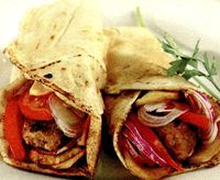 Kebab de berbec cu dovlecel si slanina