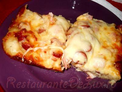 Pizza_de_casa_cu_sunca_cascaval_si_mozzarella_19