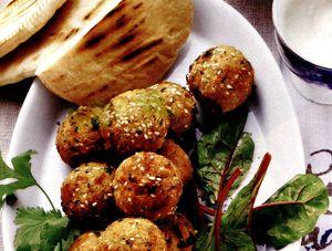 Falafel_cu_iaurt_si_chutney_de_caise