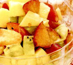 Fructe_cu_sos_de_vanilie