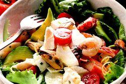 Salata_cu_fructe_de_mare_si_mozzarella